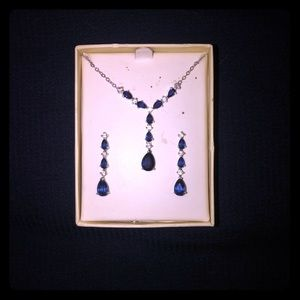 Blue gem necklace with match earrings.